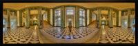 Spandau Rathaushalle. Hier wiehert zwar nicht der Amtsschimmel, dafür ist der Esel ein bei den Besuchern beliebtes Kunstobjekt. (Panoramafoto: Ralf Salecker)